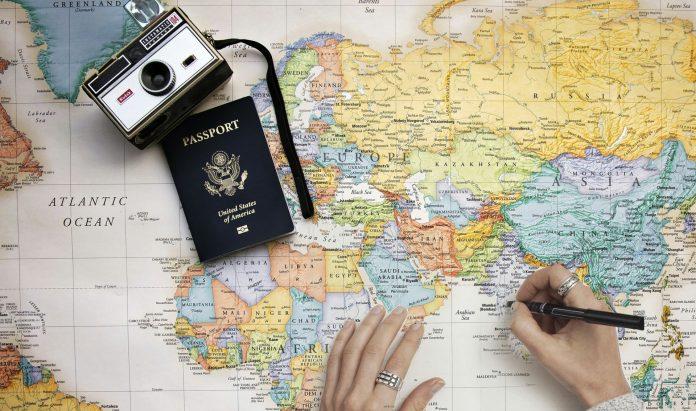 Czeka Cię daleki wyjazd? Sprawdź, jak załatwić paszport!