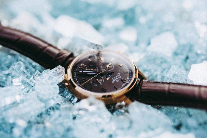 Prestiżowy dodatek na rękę? Tylko zegarek szwajcarski!