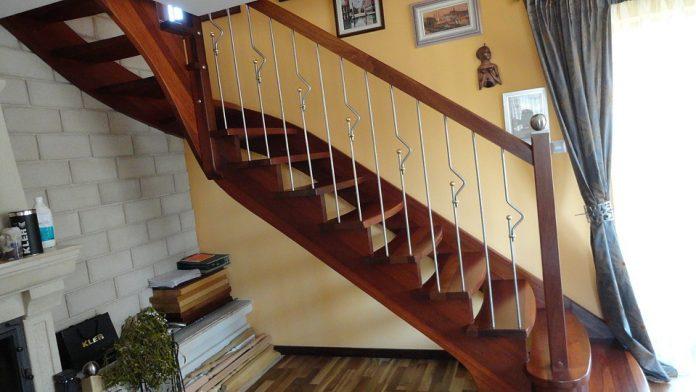 Jakie drewno najlepiej sprawdza się na schodach?