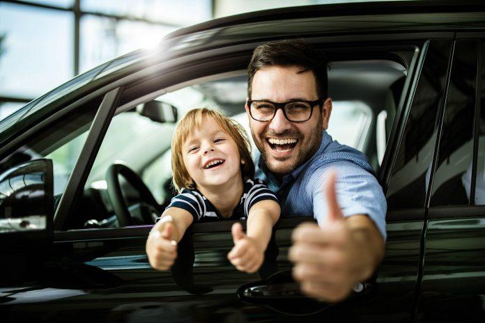 Nowy samochód – na gotówkę czy w leasing? Co się bardziej opłaca?