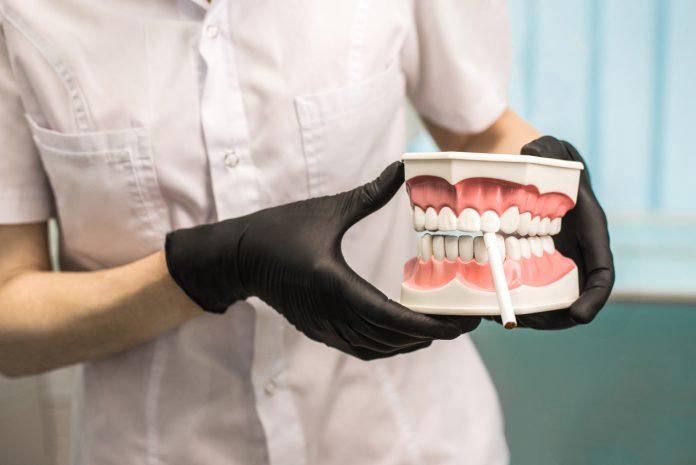 Czy palenie szkodzi zębom?