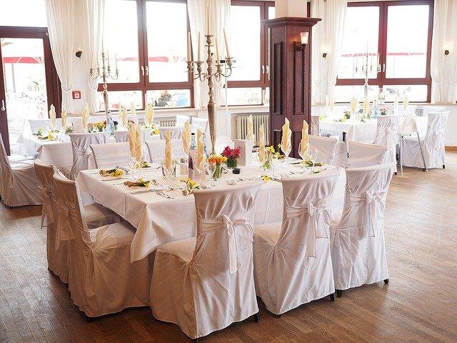 Jakie dekoracje na salę weselną?
