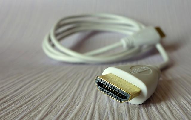 Jakim kablem podłączyć laptop do telewizora?