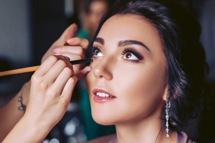 Jakie są różnice między makijażem dziennym a wieczorowym?