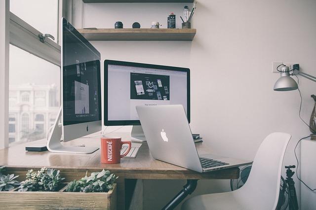Jak podłączyć monitor do laptopa?